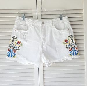 ZARA white distressed floral embroidered shorts